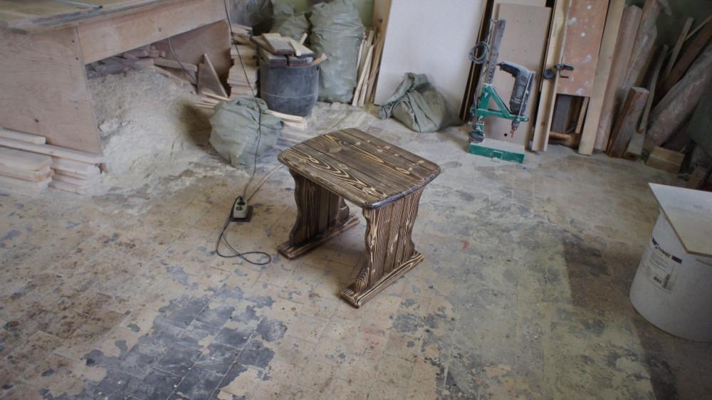 Табурет деревянный (под старину)