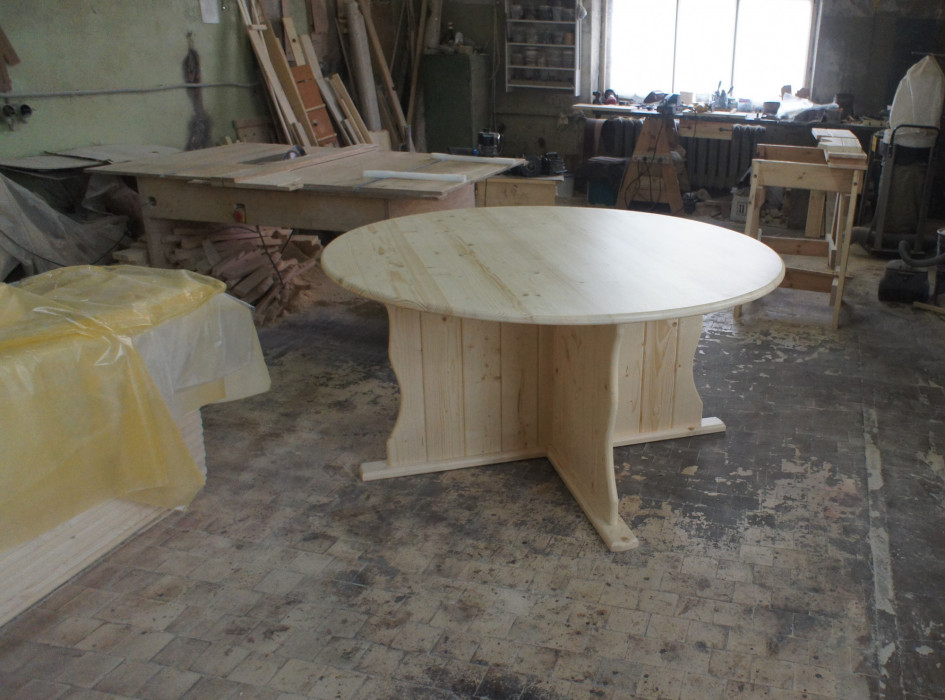 Стол деревянный круглый (лак)