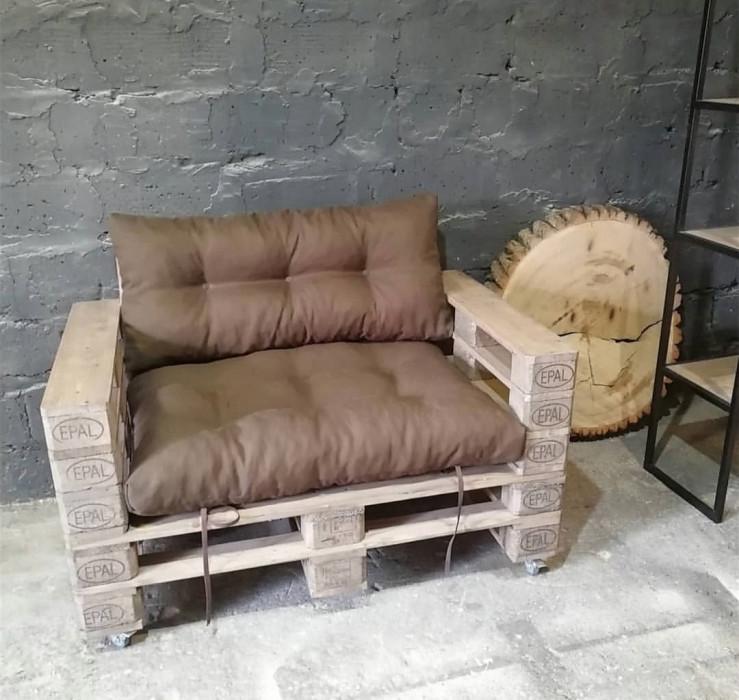 Кресло из евро высших паллет