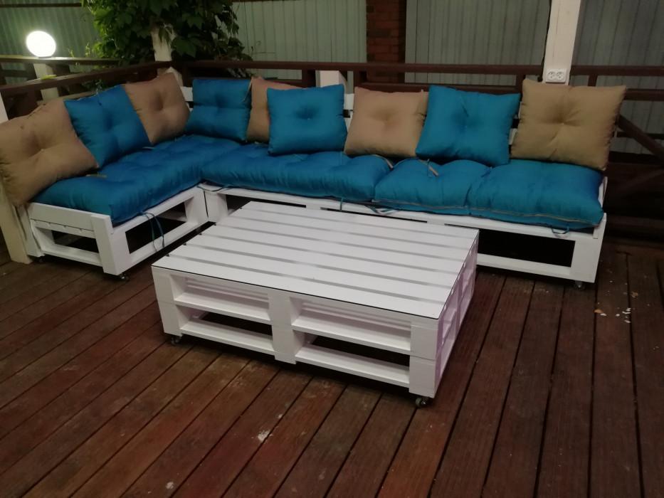 Угловой диван в стиле паллет