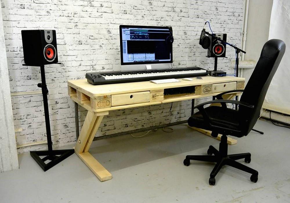 Стол из поддонов для студии звукозаписи Несо