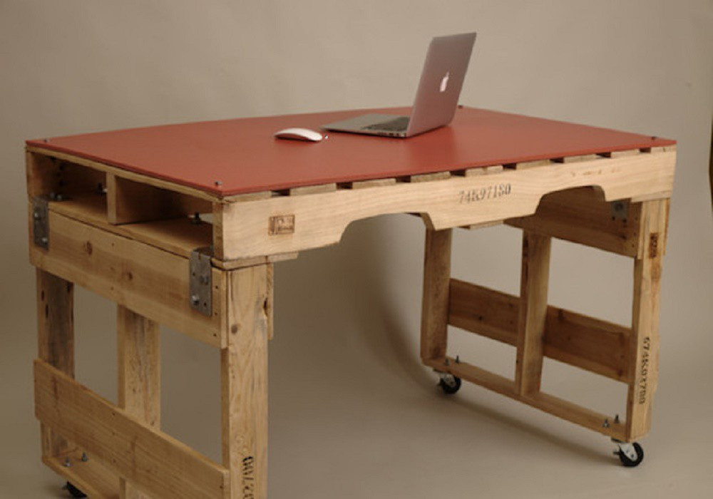 Письменный стол из поддонов своими руками